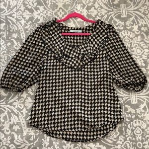 Karlie puff sleeve top- houndstooth print. Size M
